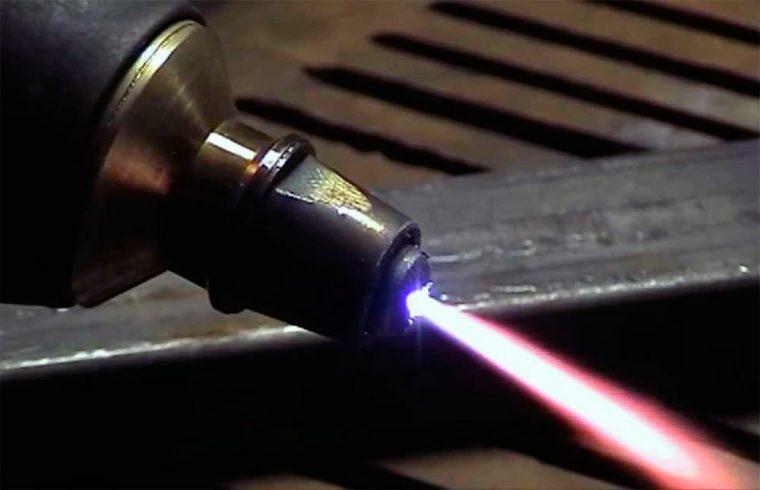 Факел плазменной сварки с температорой 5000 градусов