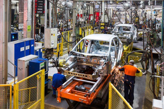 Сварка кузова автомобиля на заводе