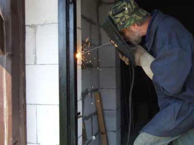 Сварка металлической двери
