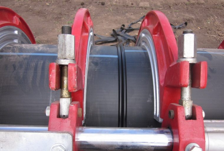 Стыковочный шов при сварке платиковых труб
