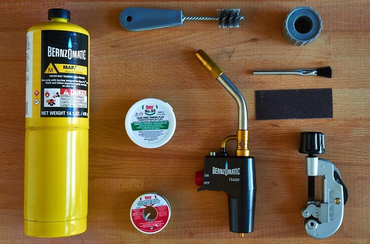 Материалы и инструменты для пайки медных труб